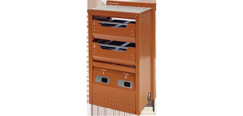 Nabíjecí skříň Radioshuttle™ má také odkladací stůl