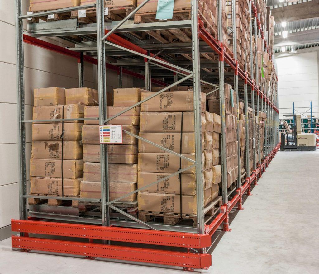 EAB Push Back GTS v praxi. Zvýší kapacitu vašeho skladu. Vyhledávaný pro skladování např. vysokých břemen. Nebo palet horší kvality.