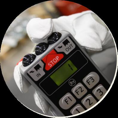 Dálkové ovládání pro paletové shuttly regálového systému pro hloubkové skladování Radioshuttle se ovládá pohodlně i v rukavicích.