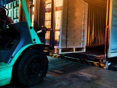Elektrický vysokozdvižný vozík s těžkými náklady pomůže